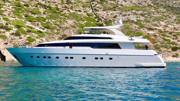 Sanlorenzo motor yacht Fleamonkey offered for sale