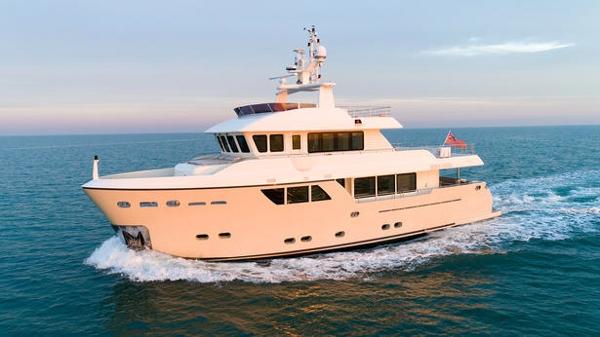 Further price cut on CdM explorer yacht Stella del Nord
