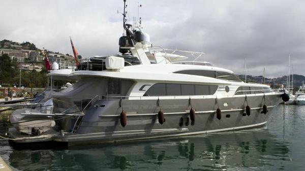 Van der Valk motor yacht The Next Episode sold